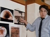 """""""Vědec"""" poukazuje na zajímavou skutečnost, že americké sondy na Marsu umějí"""