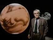 Utečou světové elity na Měsíc nebo na Mars, ptá se reportér ve fiktivním