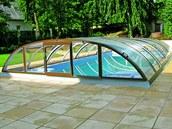 Zastřešení umožňuje využívat bazén minimálně šest měsíců v roce.