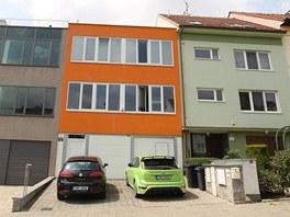 D�m Simony Monyov� (oran�ov� om�tka) a jej�ho mu�e Borise Ingra v ulici Z�zmol�