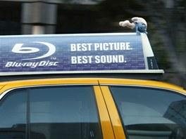 Z filmu Šmoulové 3D: přijeďte do New Yorku, vyzývají belgičtí skřítci.