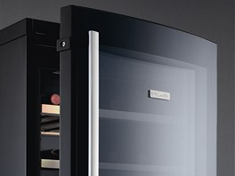 Vinotéka od Electroluxu nabízí velký prostor pro skladování.