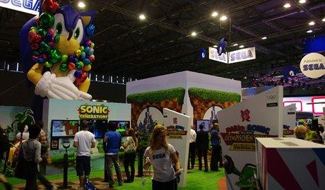 Modr� je�ek Sonic, maskot hern� spole�nosti Sega, slav� dvacet let. Oslavuje