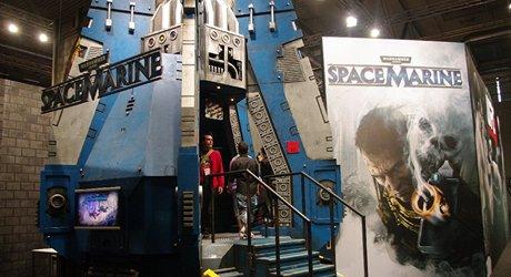 Netradi�n� st�nek, uvozuj�c� brut�ln� akci SpaceMarine z univerza Warhammer 40k.