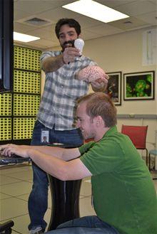 Výzkumníci IBM si hrají: Paul Merolla a John Arthur (dole)