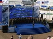Armádní sbor připravoval atmosféru pro premiéru letounu Suchoj T-50. Vojáci