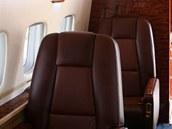 Interiér předváděného letounu byl v tradiční kůži. Nedá se říci, že by byl