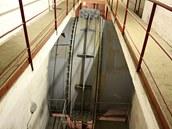 Voda pro turbíny je přiváděna čtyřmi ocelovými potrubími  zabetonovanými v