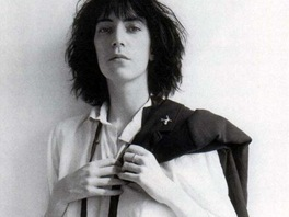 Patti Smith na obal alba Horses vyfotil Robert Mapplethorpe.