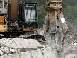 Demolice hotelových domů pro horníky ve Frenštátě pod Radhoštěm.