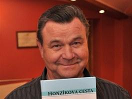 V�clav Postr�neck� na�etl do podoby audioknihy Honz�kovu cestu