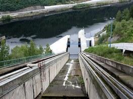 Lodní výtah pro velké lodě na přehradě Orlík zatím není dokončen