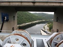 Vltava přes přeliv přehrady Orlík
