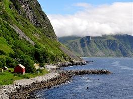 Pobřeží u Indre Fure ve středním Norsku