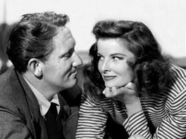 Katharine Hepburnová a Spencer Tracy si spolu zahráli  ve filmu Nejprve stvořil