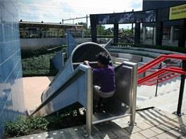Skluzavka instalovaná na nově zrekonstruovaném nádraží Overvecht dostala název