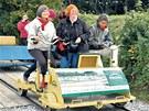 Drezína je velmi populární rakouská atrakce. Ro�n� láká tisíce turist�.