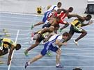 NE, NE. Tenhle start neplat�. Fenom�n�ln� jamajsk� sprinter Usain Bolt vyrazil