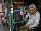Obyvatel Hongkongu Tam Wing Dig žije ve svých 78 letech v drátěné kleci.