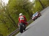 Na internetu jsou k vidění videa s řadou nebezpečných scén ze šternberského