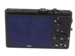 Fotoaparát Nikon P300 má jednoduché, ale praktické ovládání.