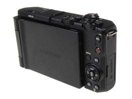 Fotoaparát Samsung EX1 - zadní straně dominuje velký výklopný otočný displej