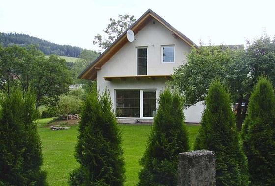 Než člověk dostaví dům tak, aby jej mohl v klidu obývat a stavbu se mu
