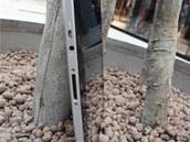 Bo�n� konektory tabletu Lenovo IdeaPad K1. Shora HDMI, sluch�tka, syst�mov�