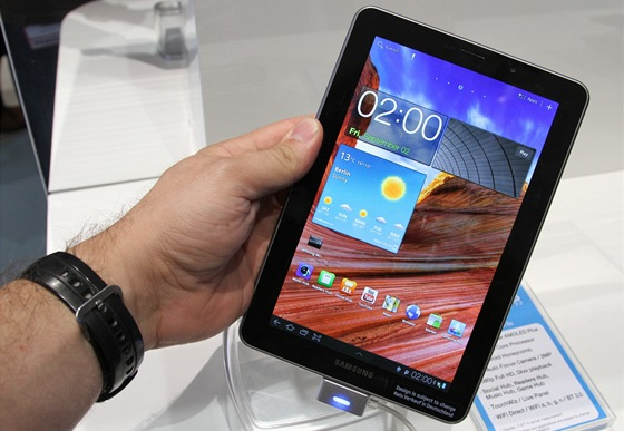 Samsung Galaxy Tab se 7,7palcovým AMOLED WXGA displejem pohání 1,4 GHz