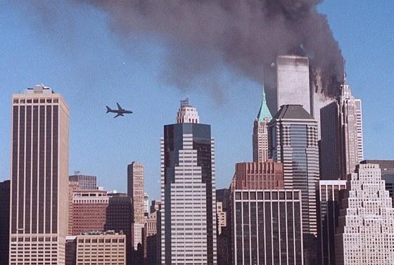 Druhé letadlo se blíží k WTC 2