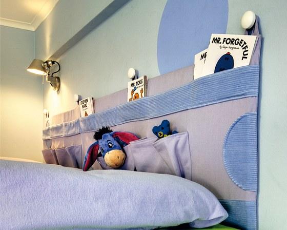 U každé postele je k dispozici noční lampička Tolomeo micro faretto.