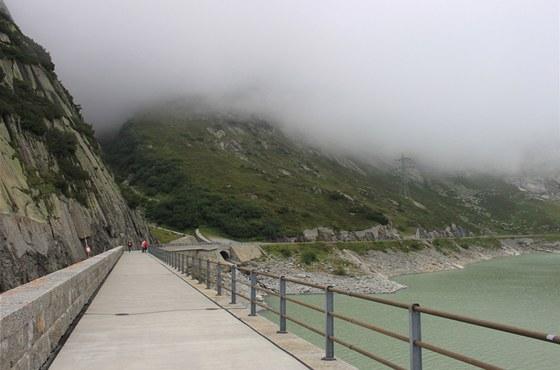 Navštívit Švýcarsko a nestrávit alespoň pár dnů v horách, je prakticky