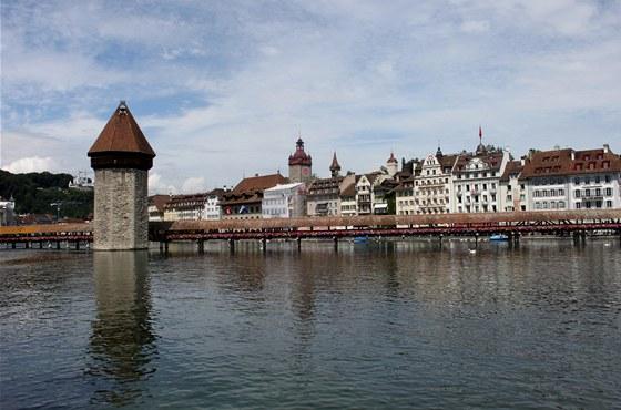 Legendární a charakteristické pro Luzern jsou především kryté dřevěné mosty, v