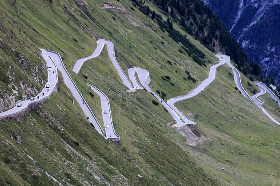 Pokud vyrážíte do Švýcarska na motorce, nebo si s sebou vezete kola (a vaše