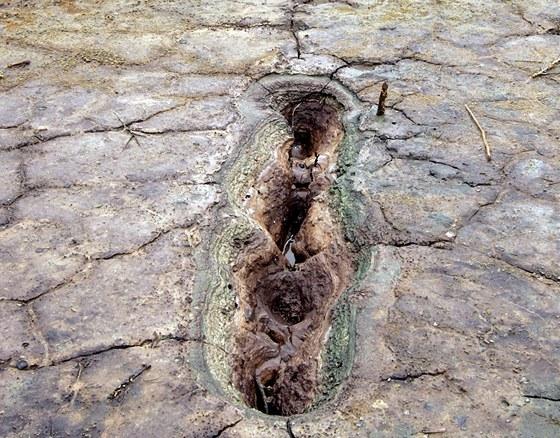 Vodou z nitra zeměkoule probublávají plyny, které vyvolávají malé erupce