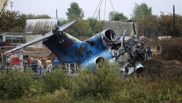 Vypro��ování trosek letadla Jak-42 (8. zá�í 2011)