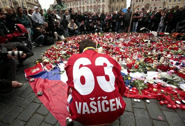 Pieta na Staroměstském náměstí v Praze za hokejisty, kteří zemřeli při letecké