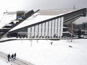 Víceúčelová hala ve Frýdku-Místku v zimní podobě.  Už za pár let ale zřejmě