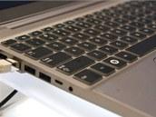 Samsung 7 Series - detail klávesnice