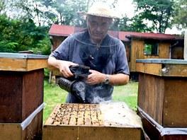 Majitel včelí farmy ve Světlé nad Sázavou Jiří Urban