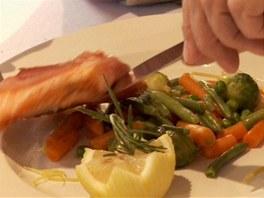 Chod za tři stovky podle Bohémy: losos, který je cítit, a mražená zelenina,