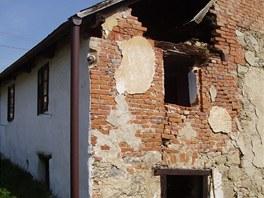 Dům byl v dezoláthním stavu, 40 let v něm nikdo oficiálně nebydlel.