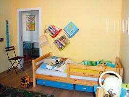 Podoba původního pokoje s dřevěným nábytkem Flexa. Chyběla koncepce, tak se