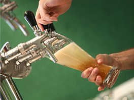 Točení piva.