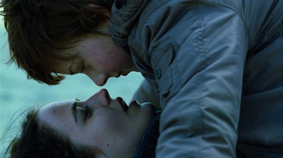 Záběr z filmu Lůno (Womb, Německo, Maďarsko, Francie, 2010, 111 minut)