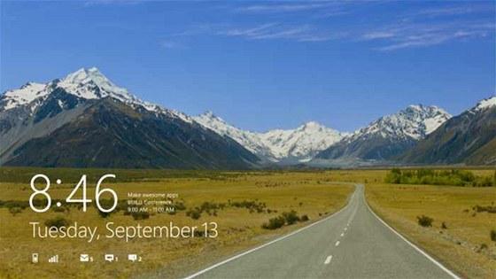 Přihlašovací stránka ve  Windows 8 ukazuje aktuální informace o baterii, síle