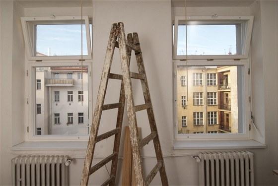 Mít co nejvíce oken je přáním většiny lidí, pak ale zbývá méně místa na nábytek.