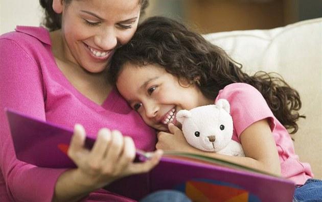 (ilustra�ní snímek) - dít�, kniha, radost