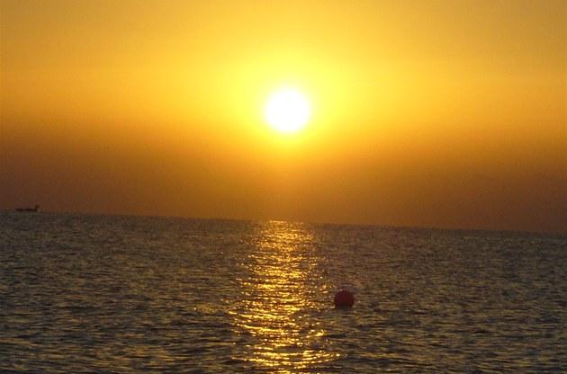 západ slunce nad mo�em na Kypru