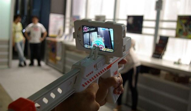 Mobilní hry a aplikace na Tokyo Game Show 2011 - zaměřovač z mobilního telefonu